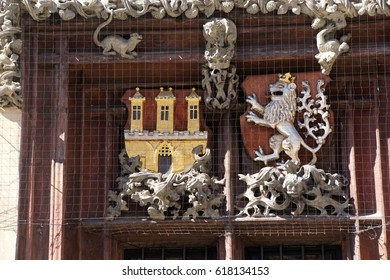 Lions and coats of arms on old town hall, Stare Mesto, Old Town of  Prague, Czech Republic