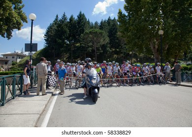 """LIPPIANO, PERUGIA, ITALY - JULY 31: Various Cyclists during the 41th """"Trofeo Tosco Umbro"""" on July 31, 2010 in Lippiano, Perugia, Italy"""
