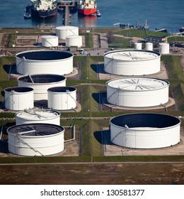Liquid bulk port terminal