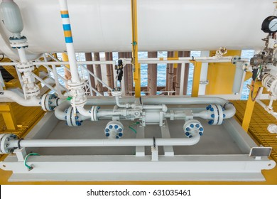 Liquid plunger pump positive displacement type to transfer liquid from vessel to sea line pipe at offshore oil and gas wellhead remote platform.