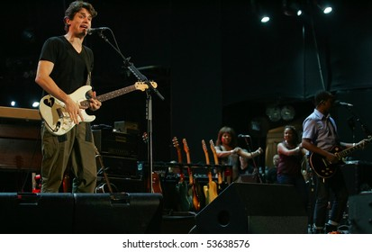 LISBON, PORTUGAL - MAY 21: Singer John Mayer performs onstage at Rock in Rio - Lisboa May 21, 2010 in Lisbon, Portugal