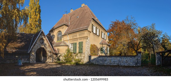 Listed clergy house of the village church in Berlin-Heinersdorf - Panorama from 6 pictures