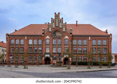 "Listed ""Jahnschule"" (""Jahn School"", former ""Buergerschule"") and ""Jahnbrunnen"" (Jahn Fountain"") in Wittenberge"