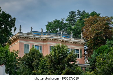 """Listed neoclassicist villa from the 1920s with anitique-style statues in Berlin-Kladow (view from the """"Imchenallee"""")"""
