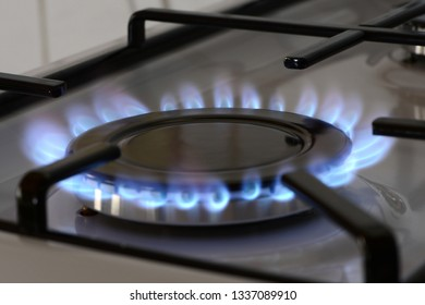 Lit gas cooker