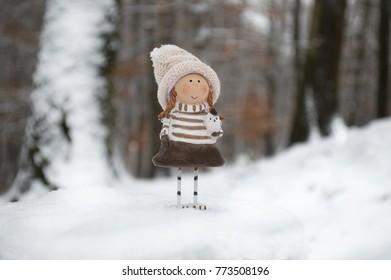 littel girl with owl winterwood