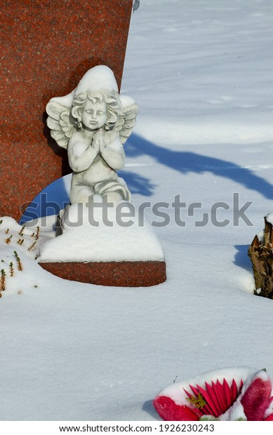 little-angel-sitting-snow-600w-192623024