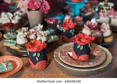 Little black cakes decorated with red poppies