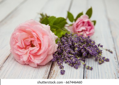 Little bouquet of organic english roses with lavender - nice and beautiful small gift for your women