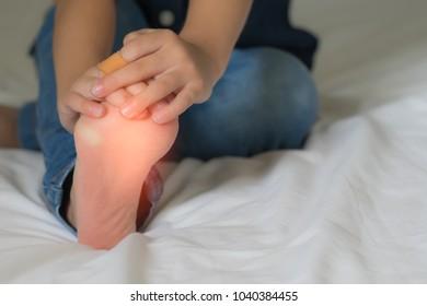little boy have foot pain