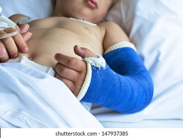 Little boy in hospital with broken arm back from surgery