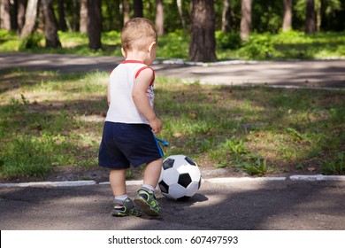 the little boy in the Park playing ball