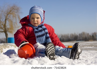 The little boy plays snow