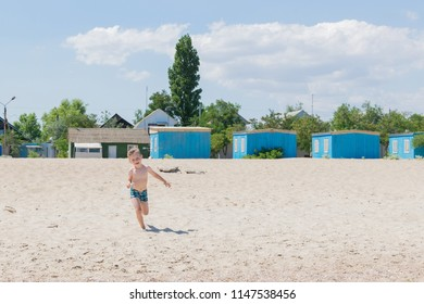 e8df9da807 Little boy in swimming trunks on the beach. The concept of rest, vacations.