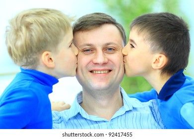 Little boys kiss to dad