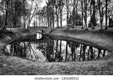 A little bridge in the Park in winter.