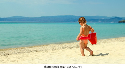 Little child play  on the beach seashore