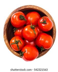 Kleine frische Tomaten in einer Schüssel. Studioaufnahme