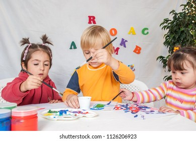 Little friends at a drawing lesson