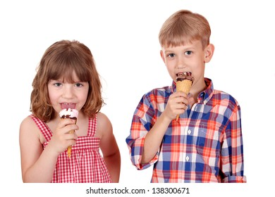 little girl and boy eat ice cream