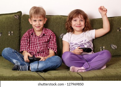 little girl and boy play video game