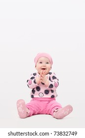 Little girl clapping her hands