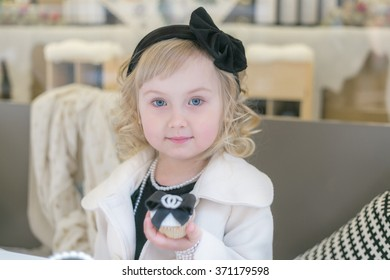 Little girl curly blond 4 years old with blue eyes