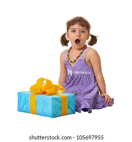 The little girl in deep shock from a large gift
