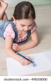 little girl drawing with markers