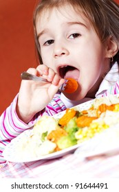 Little girl eating carrots