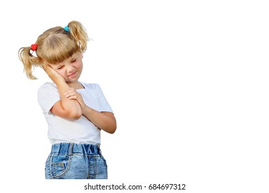 The little girl fell ill. She touches her ears. They hurt.