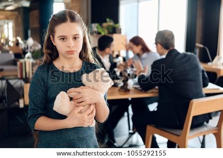 Foto stock de Little Girl Hugging Teddy Bear Office (editar
