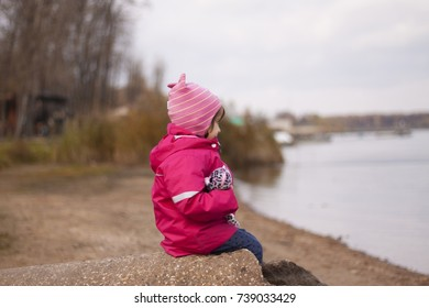 little girl looking on the lake
