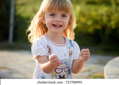 Little girl outdoor portrait.