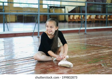 Little girl practice in the dance class