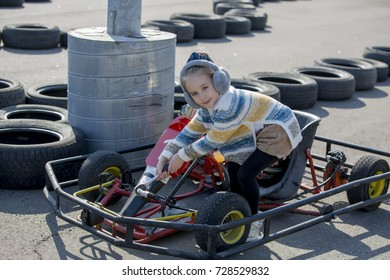 Little girl repairs auto carting
