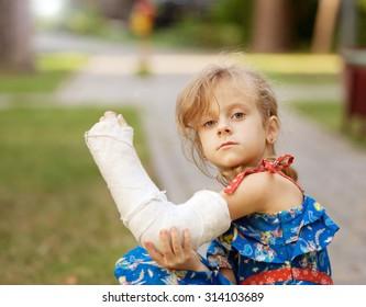 little girl sad broken arm plaster