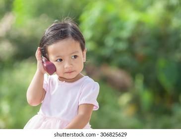 little girl telephone speaking.