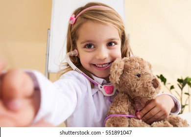 little girl treats the bear and make selfie photo