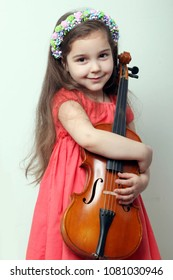 Little girl with a violin