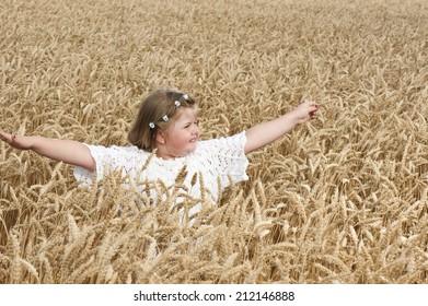 little girl in the wheat/little girl in the wheat