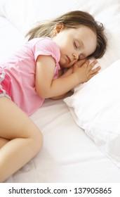 Little girl who sleeps peacefully