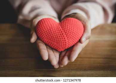 The little heart that has been left alone, lacking the caretaker left on the palm of the girl. Lonely mood, disappointed in love. Heart that suffering