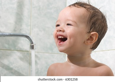Little kid is bathing