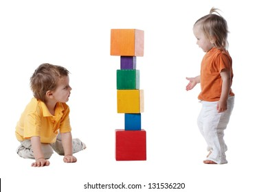 little kids plays with cubes
