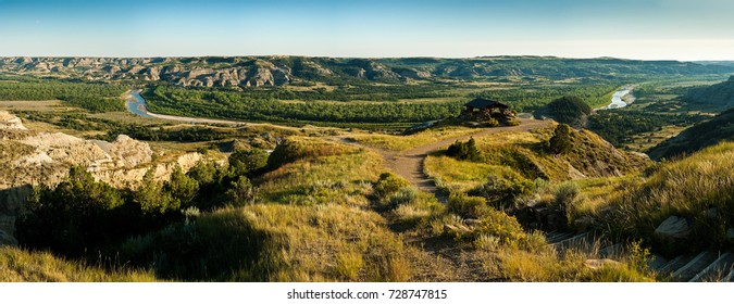 Little Missouri River in Theodore Roosevelt National Park, ND, USA