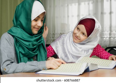 Little Muslim girls read the Koran