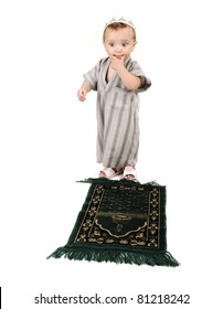 little muslim kid is assuming what prayer to pray