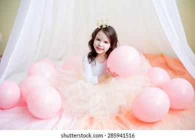 little Princess in her bed, Studio