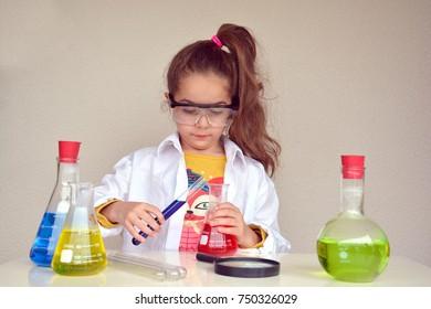 Little scientist girl, Chemistry class